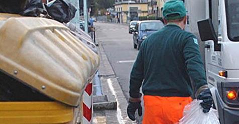 """Allarme rifiuti, scioperano SapNa e Asìa. Fit Cisl: """"Lavoratori vessati"""""""